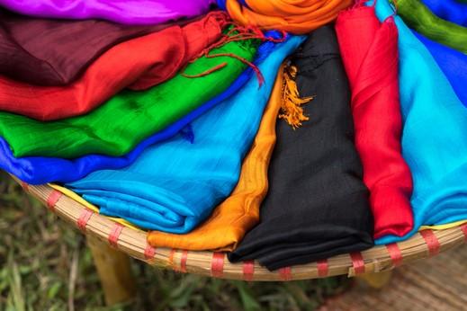 كيف تحمين الأزياء الحريريّة من التلف؟