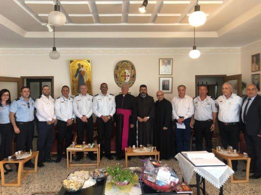 قائد سلطة الاطفاء يشارك الطوائف باحتفالات الأعياد