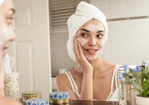 في الربيع: أقنعة طبيعية مرطبة تحتاجها بشرتك