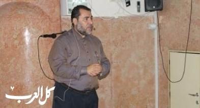 الشيخ ضياء يلوم بلدية الناصرة لعدم تزيين الاحياء