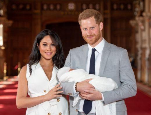 أول ظهور لهاري وميغان برفقة طفلهما
