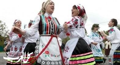 سيدات روسيا يرقصن احتفالا بموسم الحصاد