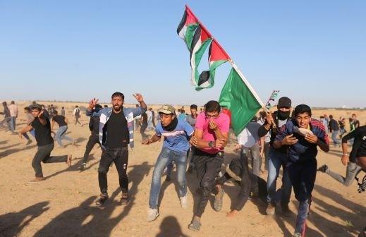 غزة: شهيد و30 مصابا في مسيرات العودة