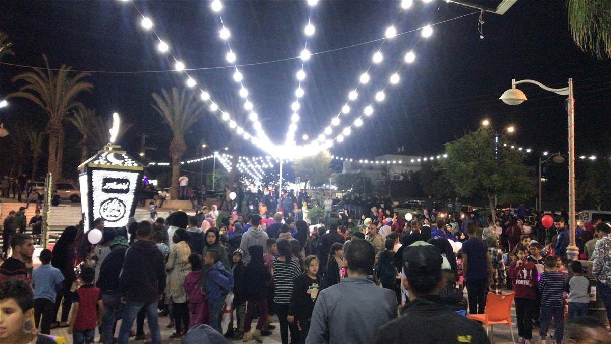 رهط: إضاءة فانوس رمضان الأكبر في النقب