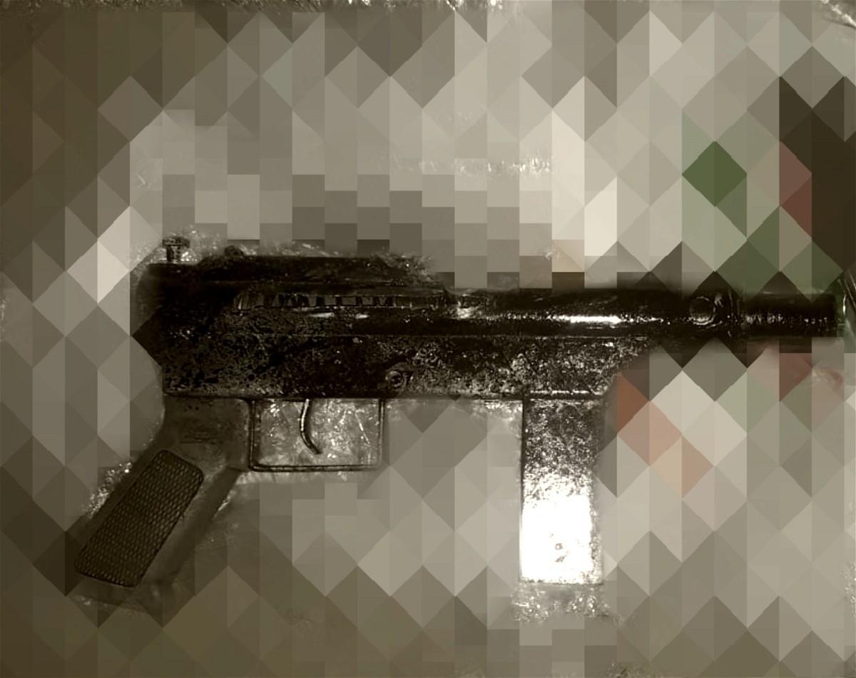 ضبط بندقية في قرية اكسال والشرطة تحقق