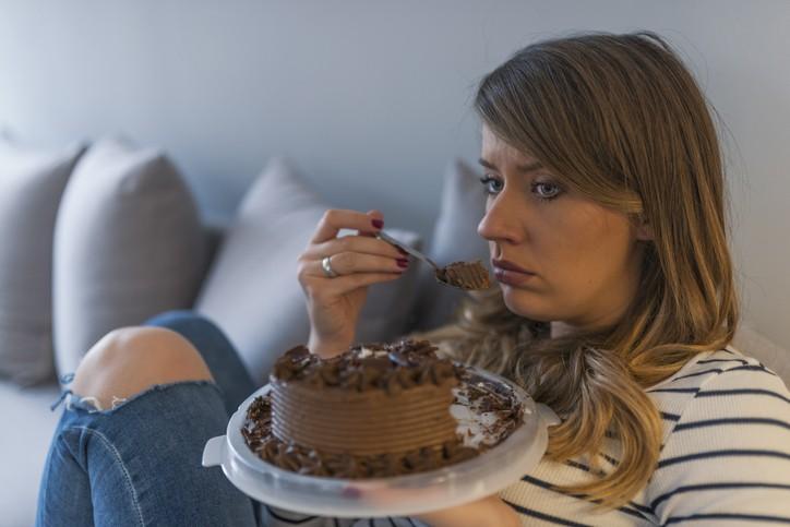 الأكل قبل النوم يضرّ بصحتكم!