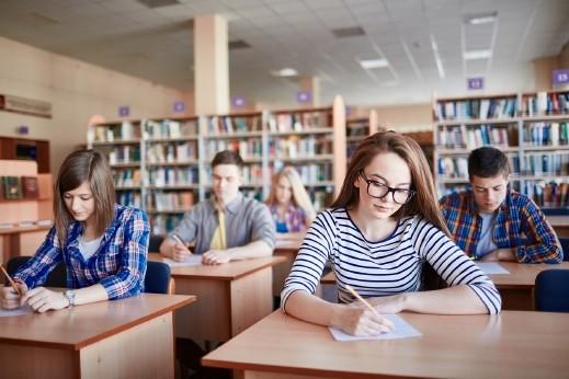 200 ألف طالب في البلاد يتقدّمون لبجروت الانجليزية