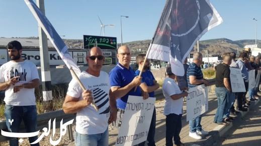 أهالي مجد الكروم يستمرون باحتجاجاتهم