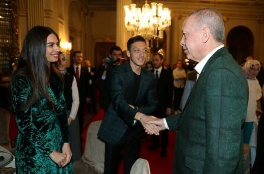 أوزيل يجتمع مع أردوغان مجددا على الإفطار