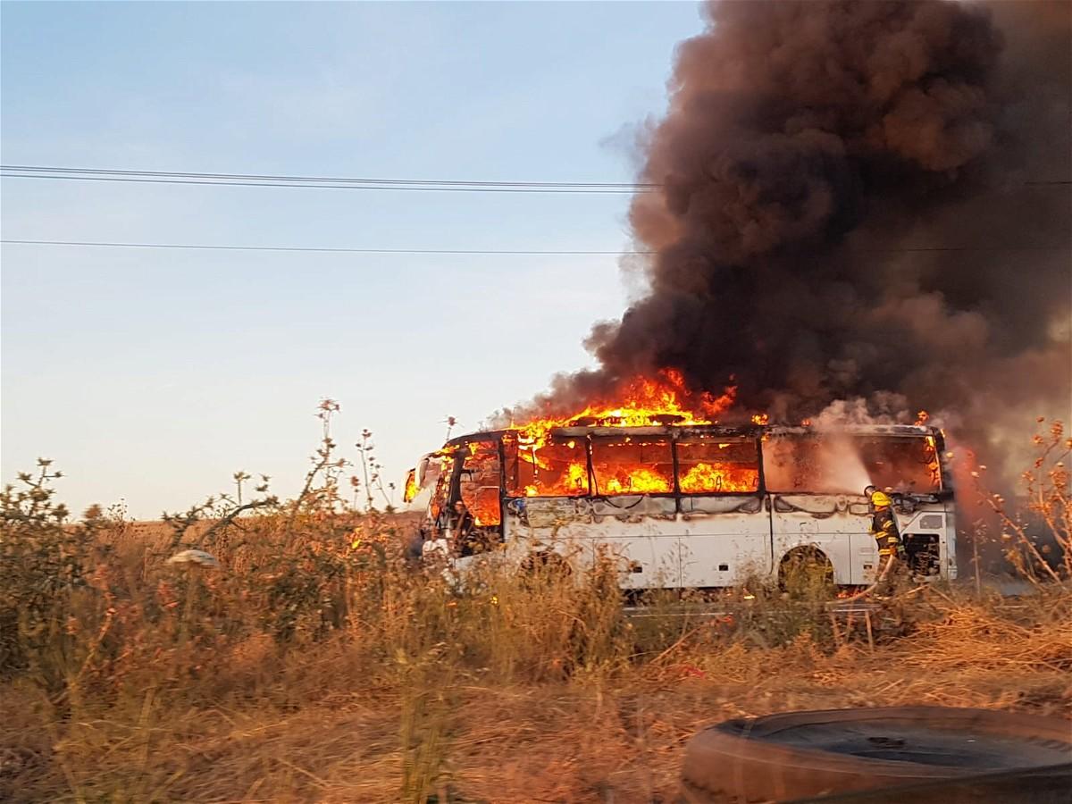 اندلاع حريق بحافلة قرب مستشفى بوريا دون اصابات