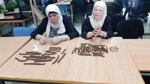 العيد على الابواب: نساء الفاخورة يعددن كعك العيد