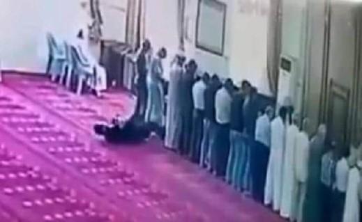 فيديو: وفاة شاب أردني صائماً أثناء صلاته