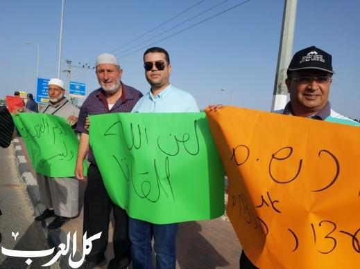 اهالي باقة والمنطقة يتظاهرون على مفرق الأساور