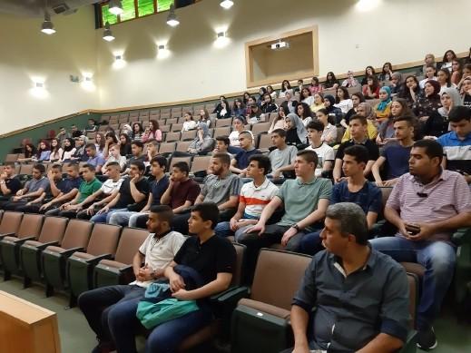 استقبال الطلاب في يوم مفتوح بالأهليّة ام الفحم