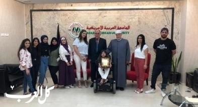 تكريم النصراوية بيان احمد من قبل الجامعة الامريكية