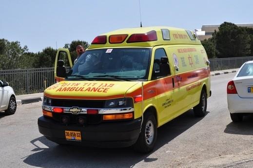 إصابة شخصين بحادث على مدخل شعب