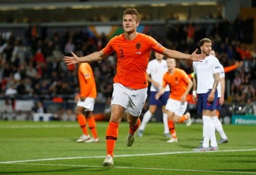 منتخب هولندا يقصي إنجلترا ويتأهل إلى النهائي