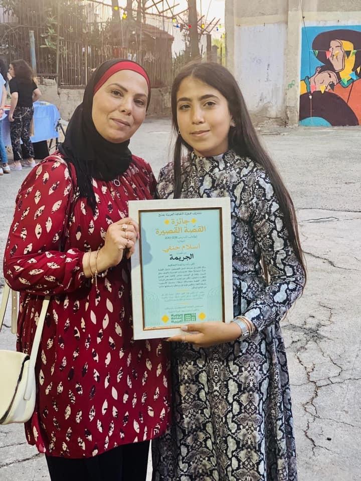الطالبة اسلام حنفي تحصد جائزة تقدير وتكريم