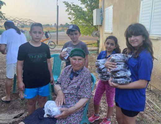 الجلبوع: توزيع هدايا ومساعدات للمسنين