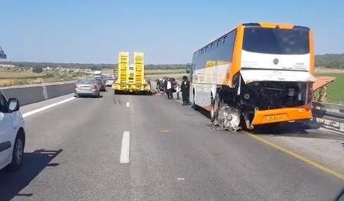 حادث طرق بين حافلة وشاحنة قرب الزرازير