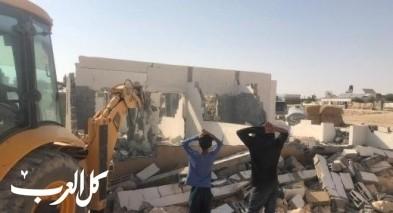 النقب: مواطن يهدم منزله بنفسه بقرية الغراء