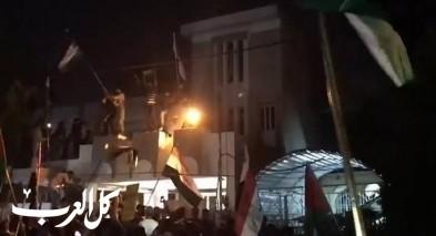 متظاهرون يقتحمون السفارة البحرينية في بغداد