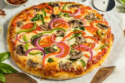 بيتزا الخضار اللذيذة.. ألف صحة وهنا