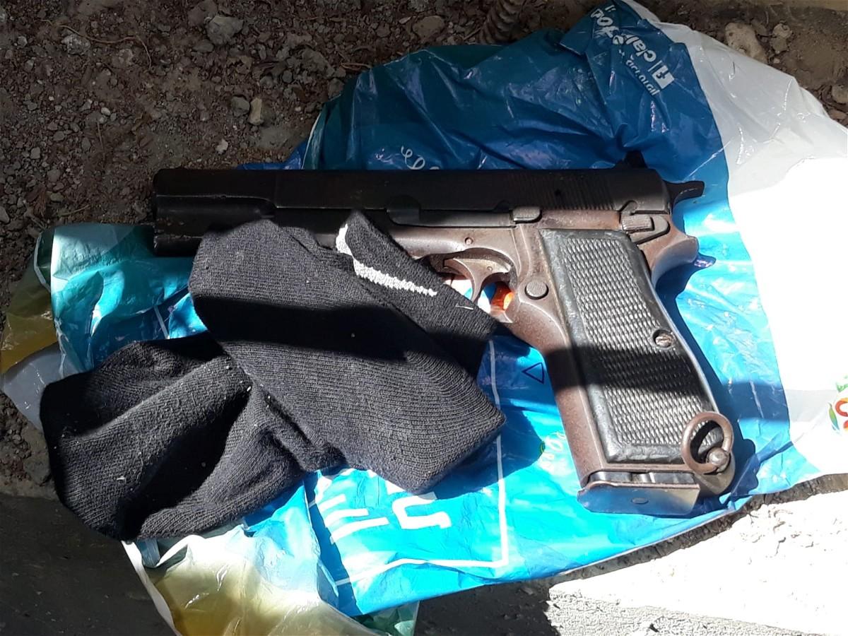 اعتقال مشتبه من جسر الزرقاء بحيازة مسدس وذخيرة