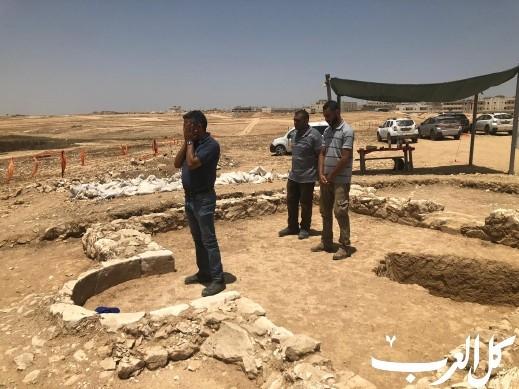 مسؤول تجهيز الحفريات بسلطة الآثار يرفع الأذان