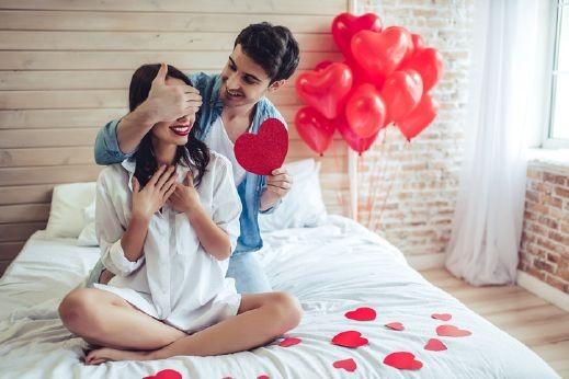 طرق لطيفة لإعادة الرومانسية للعلاقة الزوجية