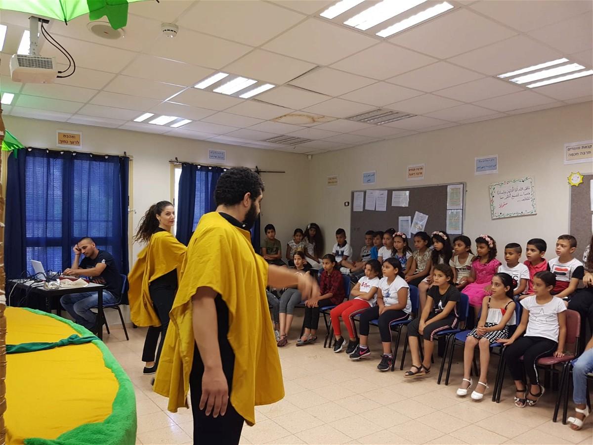 الزرافة ووحيد القرن في مدرسة راس علي