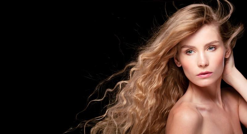 خلطات فعّالة لتطويل وتكثيف الشعر