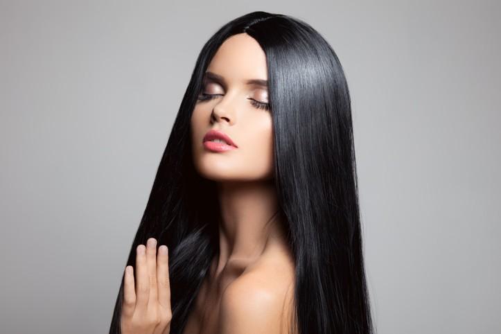 خلطات طبيعية لمعالجة الشعر الجاف والخشن