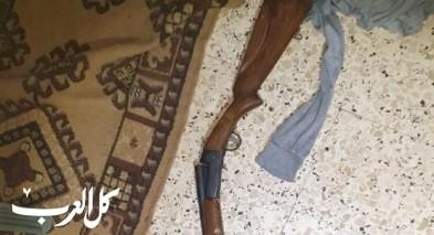 الشرطة تداهم منزل في بلعا الفلسطينية وتضبط أسلحة
