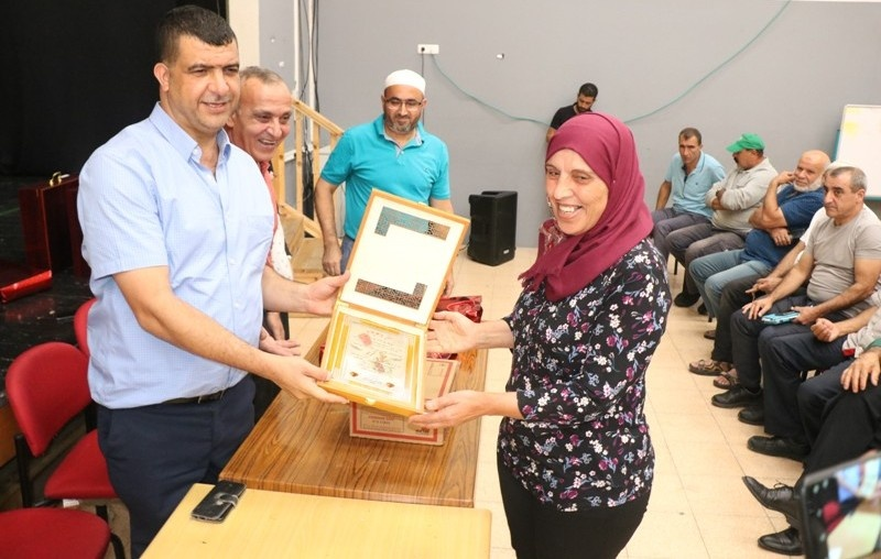 لجنة العاملين في مجلس مجد الكروم تكرم مستخدميها