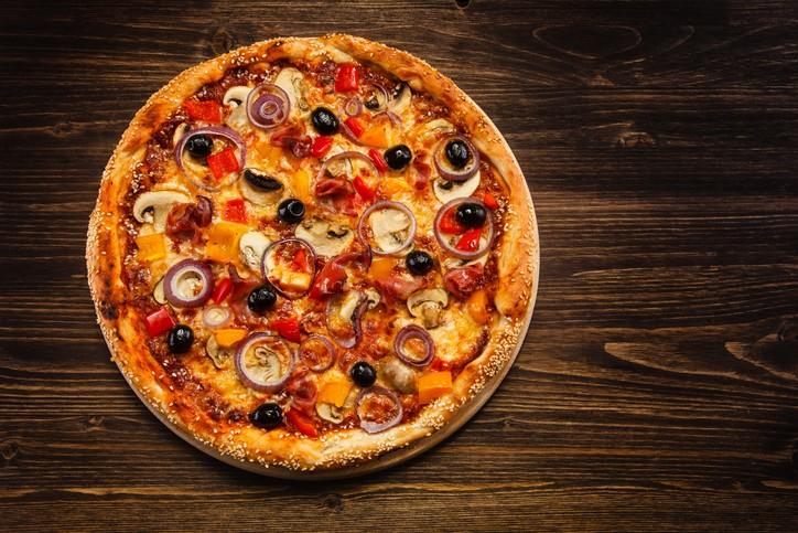 بيتزا الأجبان بالفطر والببروني.. صحتين