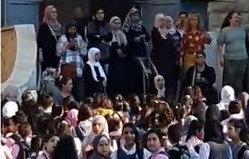 وقفة في شعفاط ضد استقبال رئيس بلدية القدس