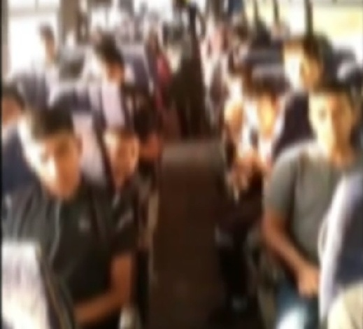 سحب رخصة سائق حافلة طلاب بعد أن أقل 65 طالبا