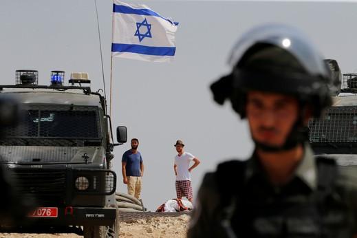 فرض إغلاق شامل على الضفة وإغلاق المعابر مع غزة