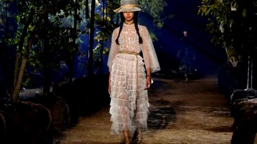 باريس: Dior تعرض مجموعة ربيع وصيف 2020