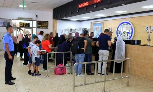 الشرطة الفلسطينية: 36 ألف مسافر تنقلوا عبر معبر الكرامة