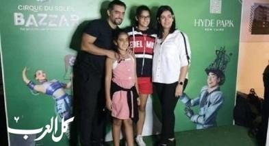 هاني سلامة برفقة ابنتيه وزوجته بصورة عائلية جميلة
