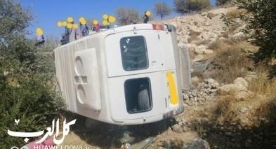 اصابة 12 طالبا بانقلاب حافلة شرق بيت لحم