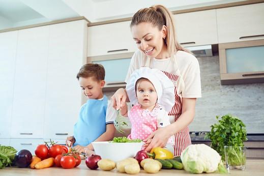 6 فوائد للطبخ مع أطفالك