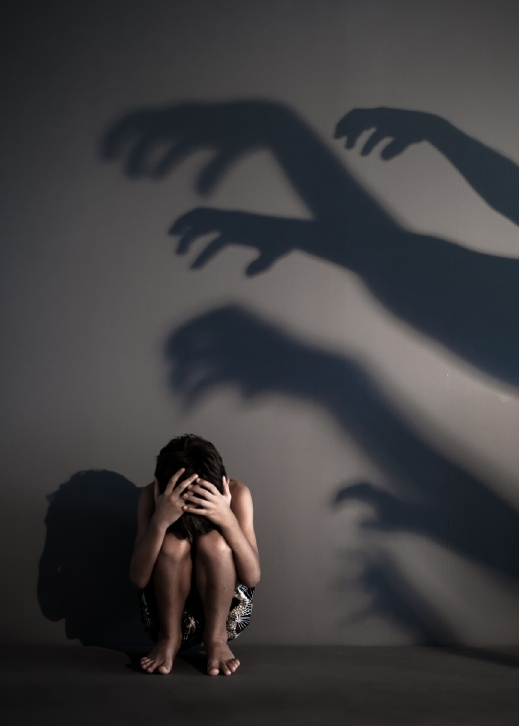 اتّهام شاب (20 عامًا) من رهط باغتصاب طفل