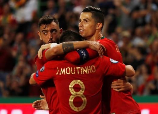 إنجلترا تسقط ضد التشيك والبرتغال تحقق فوزاً كبيراً