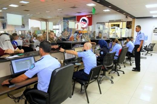 الشرطة الفلسطينية: 33 ألف مسافر تنقلوا عبر معبر الكرامة