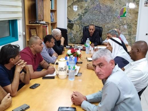 رئيس بلدية رهط: مدير سلطة تطوير البدو يتعامل كجنرال