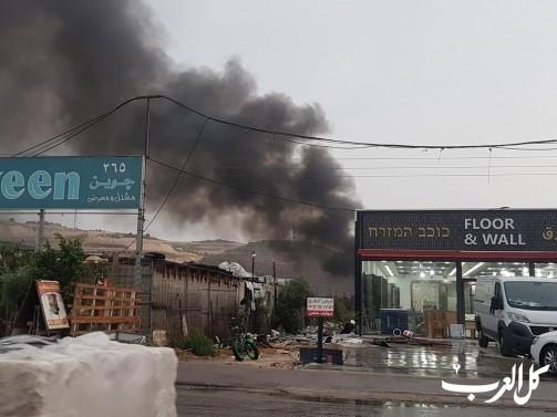 حريق كبير في مجمع نفايات بين المنازل في مجدالكروم