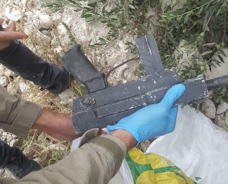 الشرطة: ضبط سلاح من نوع كارلو وعبوة ناسفة جاهزة بعارة